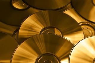 Foto contendo CD/DVD. Fonte: Pixabay